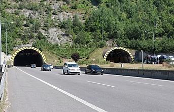 Bolu Dağı Tüneli'nden bayramda 621 bin 736 araç...