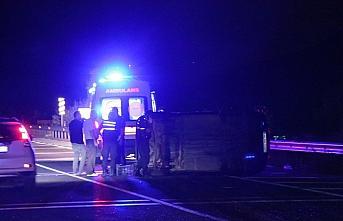 Bolu'da otomobil ile hafif ticari araç çarpıştı:...