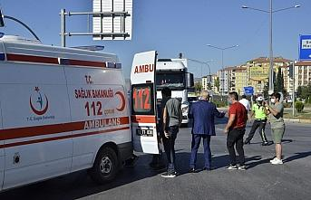 Çorum'da kamyonla elektrikli bisiklet çarpıştı: 2 yaralı