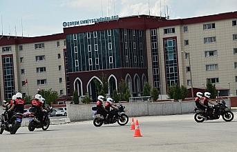 Çorum'da motorize polislerden akrobasi gösterisi