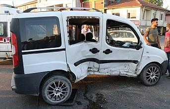 Düzce'de iki hafif ticari araç çarpıştı: 7 yaralı