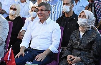 Gelecek Partisi Genel Başkanı Davutoğlu, partisinin...