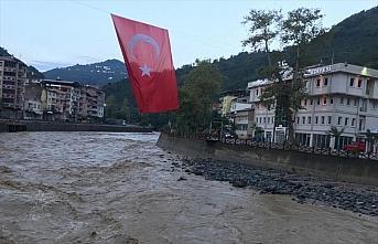 İçişleri Bakanı Soylu, Giresun'da sel bölgesinde...