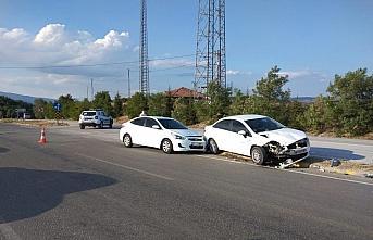 Karabük'te çarpışan iki otomobildeki 7 kişi yaralandı