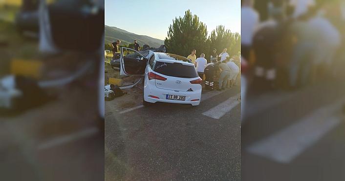 Karabük'te çarpışan iki otomobildeki biri polis 3 kişi yaralandı