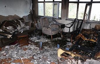 Kastamonu'da ev yangınında dumandan etkilenen çocuk...