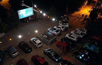 Safranbolu'da açık havada arabalı sinema keyfi