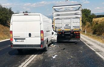 Samsun'da kamyon ile minibüs çarpıştı: 1 yaralı