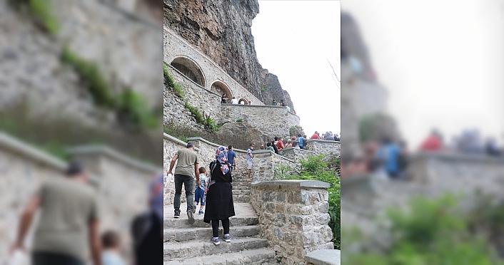 Sümela Manastırı'ndaki frekslerde tahribat oluştuğu...