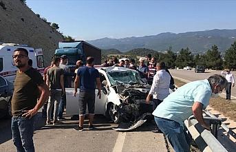 Tokat'ta otomobil ile kamyon çarpıştı: 4 yaralı