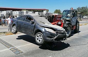 Tokat'ta yoldan çıkan otomobil eve girdi: 2 yaralı