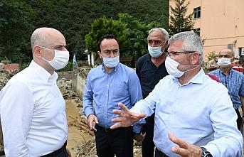 Ulaştırma ve Altyapı Bakanı Karaismailoğlu, Giresun'da selin etkili olduğu bölgelerde incelemelerde bulundu