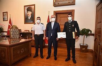 Vali Çakır'dan çocuğu boğulmaktan kurtaran jandarma personeline başarı belgesi