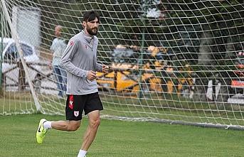 Yılport Samsunsporlu futbolcu Veli Çetin takımında...