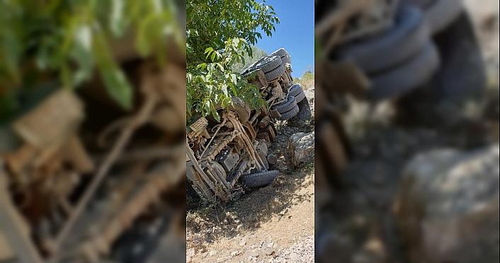Zile'de beton pompası devrildi: 3 yaralı