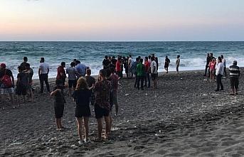 Zonguldak'ta koyda mahsur kalan 8 kişi için kurtarma...