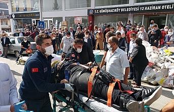 Amasya'da hafif ticari araç yayalara çarptı: 3 yaralı