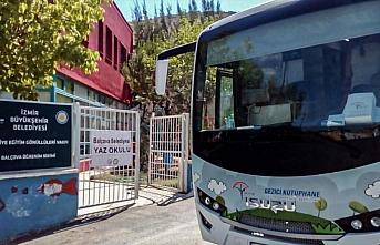 Anadolu Isuzu aracı Gezici Kütüphane Projesi ile okulları ziyaret etmeyi sürdürüyor