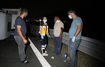 Anadolu Otoyolu'nda devrilen kamyonun sürücüsü yaralandı