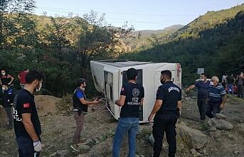 Artvin'de maden işçilerini taşıyan otobüs devrildi: 1 ölü, 15 yaralı