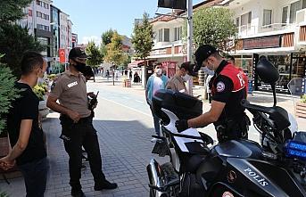 Bolu'da maske takmayan 2 bin 56 kişiye para cezası...