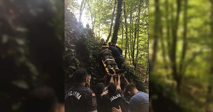 Düzce'de kestane toplarken uçuruma yuvarlanan kişi kurtarıldı