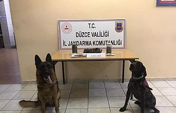 Düzce'de otomobilde uyuşturucuyla yakalanan 2 kişi tutuklandı
