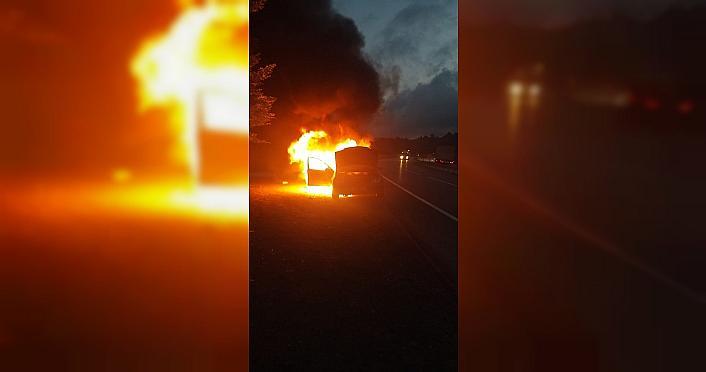 Düzce'de seyir halindeki otomobil yandı