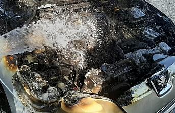 Düzce'de yanan araca jandarma müdahale etti