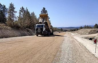 Eflani-Pınarbaşı yolunda asfalt çalışmaları...