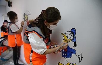 Kastamonu'da AFAD gönüllüleri çocuklar için sınıfları boyadı