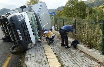 Kastamonu'da kamyonetin devrilmesi sonucu 3 kişi yaralandı