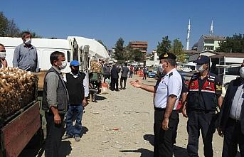Kastamonu'da sarımsak pazarında koronavirüs denetimi yapıldı