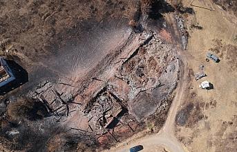 Kastamonu'daki orman yangınında evleri yanan köylüler...