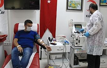 Kovid-19'u yenen doktor immün plazma bağışıyla hastalara umut oldu