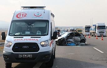 Lastik parçasından kaçan otomobil kaza yaptı: 1 ölü, 1 yaralı
