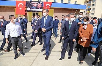 Milli Eğitim Bakanı Ziya Selçuk, Dereli'de okul...
