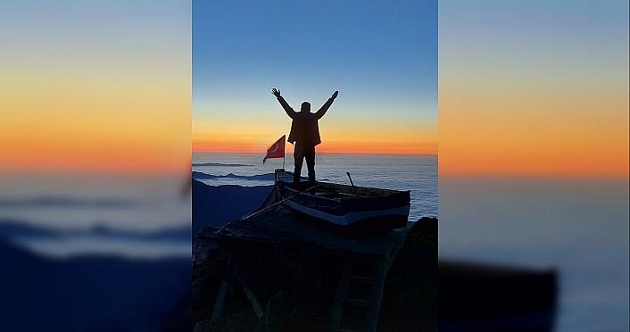 Rize'de 2 bin 700 rakımlı yaylada kayık yaptı