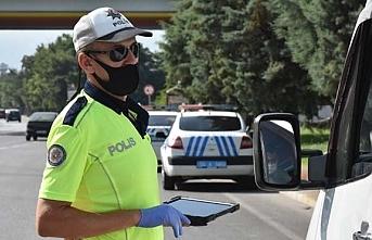 Samsun'da polis ekipleri, otobüs ve minibüslerde korona virüs denetimi yapıldı