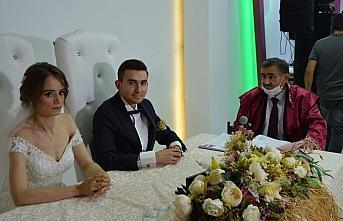 Samsun'da nikah memuru bu kez oğlunun nikahını kıydı
