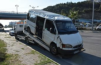 Samsun'da yolcu minibüsü ile otomobil çarpıştı: 12 yaralı