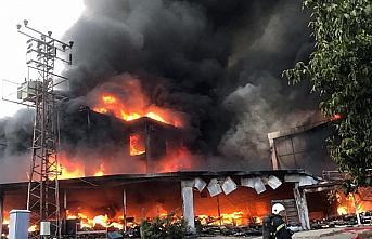 Tokat'ta bir AVM'de çıkan yangın söndürülmeye...