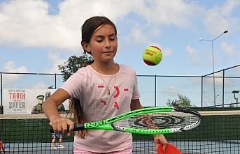 Trabzon'da çocuk ve gençlerden tenis kurslarına...