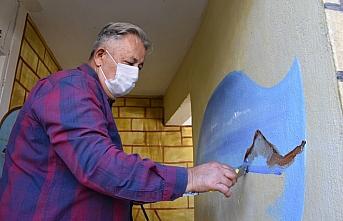 Ablasının anısını mahallelerin duvarlarına yaptığı...