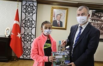 Artvin Valisi Doruk'tan başarılı öğrencilere ödül
