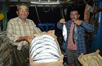 Bartın'da balıkçıların yüzü palamutla güldü