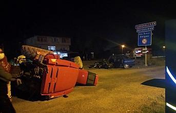 Bartın'da otomobille traktör çarpıştı: 3 yaralı