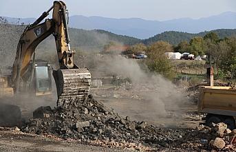 Bolu'da yangın çıkan köyde enkaz kaldırma çalışması sürüyor