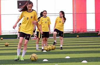 Bolu'nun futbolcu kızları performanslarıyla göz...