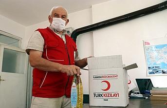 Çocukken kendisine kumaş ve çanta veren Türk Kızılayın 45 yıllık gönüllüsü